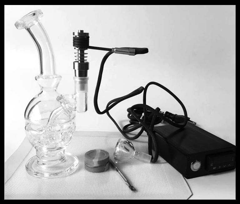 Desktop eNail is used in combination with a dab rig